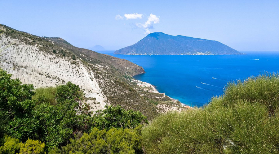 Lipari: Along the paths of pumice and obsidian