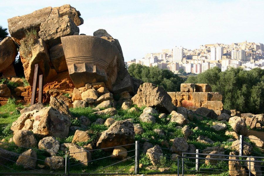 Step back in time. Urban trekking through Agrigento