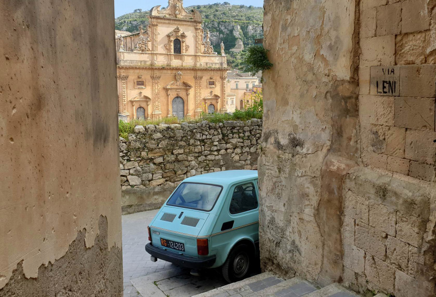 Up and down the hills: urban trekking in Modica