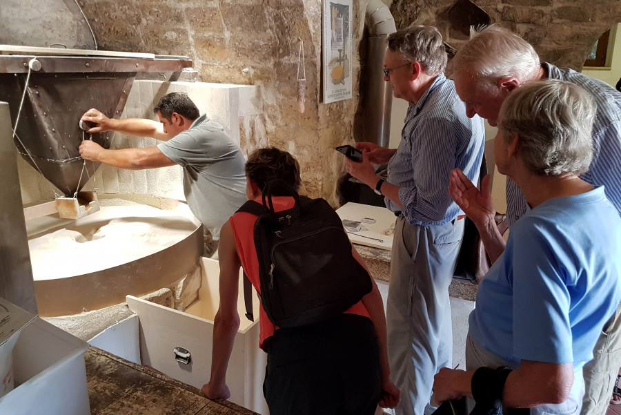 Water and flour: from the mill to the Sicilian delicacies