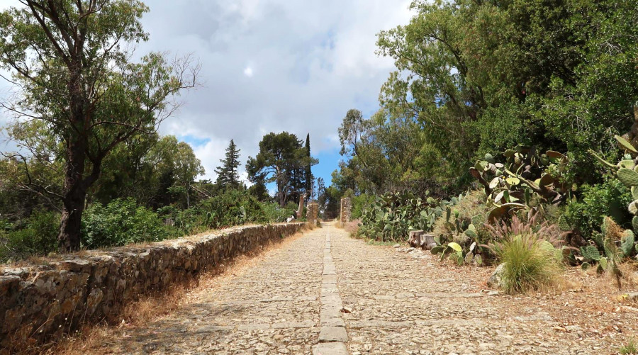Along the sacred paths of Monte Pellegrino. Urban trekking in Palermo