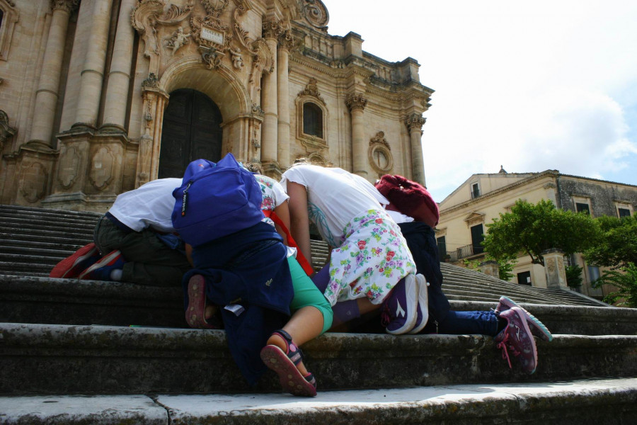 The mystery of the County! Family tour in Modica