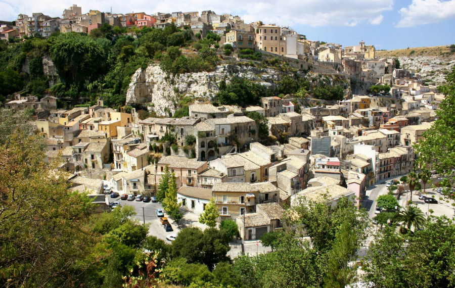 Trekking from Upper Ragusa to Ibla passing by Vallata Santa Domenica