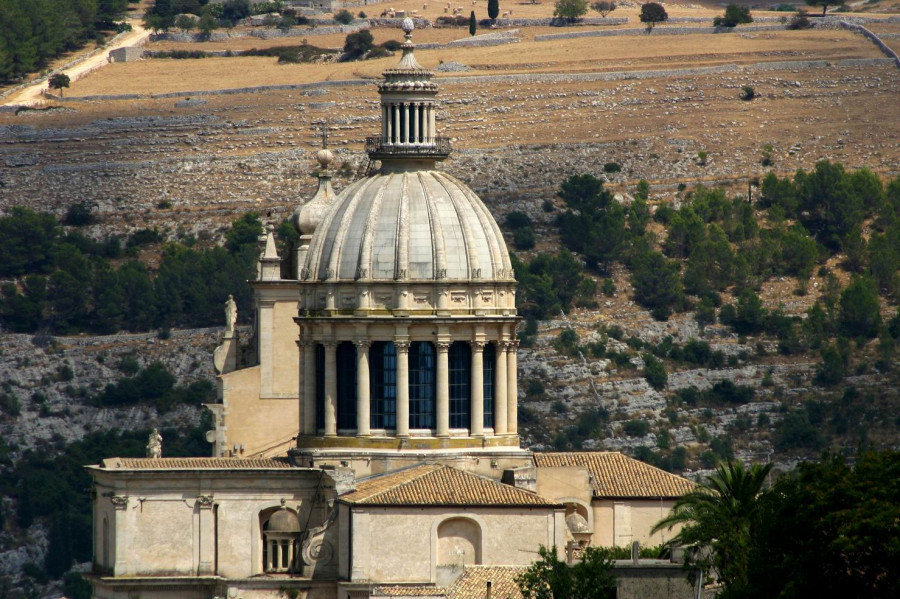From Upper Ragusa to Ragusa Ibla. Archaeology, Baroque and Fascist architecture
